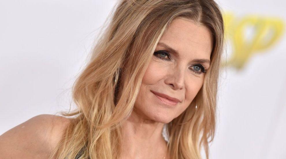 La 60 de ani, Michelle Pfeiffer și-a făcut cont pe Instagram. Prima imagine postată este legendară