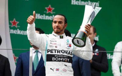 (P) Mult trâmbiţata revenire a Scuderiei Ferrari se amână. Mercedes domină autoritar începutul competiţiei, profitând de problemele italienilor