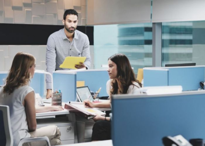 Cum te adaptezi mediului dintr-o companie dominată de femei