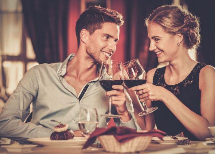 Cum să îți surprinzi plăcut iubita fără o ocazie specială