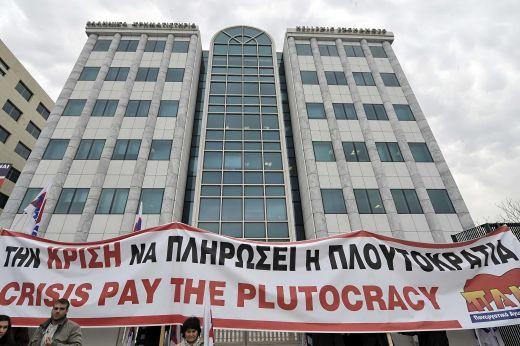S P ar putea revizui in scadere ratingul Greciei cu una sau doua trepte, intr-o luna!