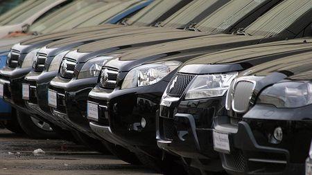 Cum e mai rentabil sa cumperi o masina: cu credit sau in leasing?