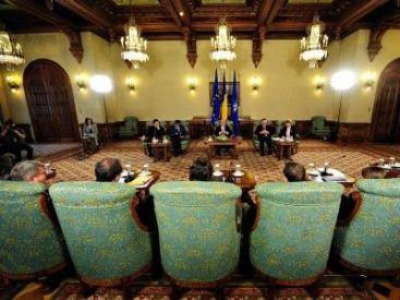 Guvernul discuta impozitarea pensiilor mici cu reprezentantii FMI