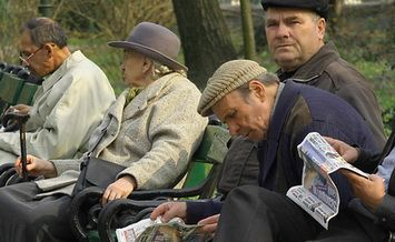Femeile se pensioneaza la 60 de ani, barbatii la 64. Botis a parasit sala
