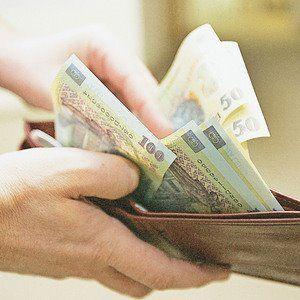 In cateva zile bugetarii  vor primi salariile majorate cu 15 la suta