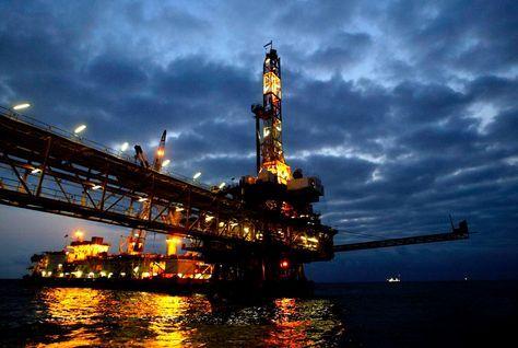 Pretul petrolului continua sa urce, pe fondul tensiunilor din Libia! Barilul a depasit 113 dolari