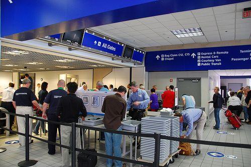 Atentie! Exista produse obisnuite care declanseaza alarma la controlul de securitate in aeroport!