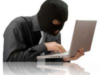 Ce fraude online mai fac romanii in SUA