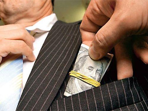 Peste 50% din romani spun ca au dat mita pentru un loc de munca! Tu ai da bani pentru un job?