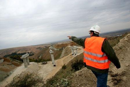 Autostrada Soarelui bdquo;va fi gata in 2007 . Ministrii Transporturilor si loteria termenului de finalizare