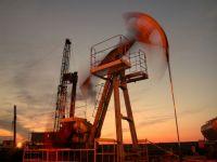 Pretul petrolului a scazut sub 100 de dolari pe baril dupa cutremurul din Japonia