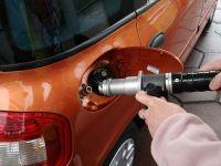 Benzina s-a ieftinit de astazi. Vezi cu cat!