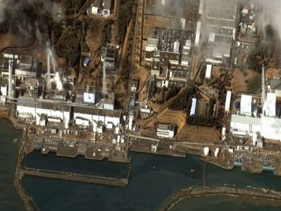 Armata japoneza incearca sa raceasca reactoarele centralei Fukushima. Americanii isi trimit expertii