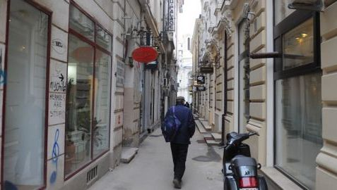 Cum traieste in Romania un martor sub acoperire: de la operatii estetice pentru schimbarea fizionomiei, la protejarea amantei