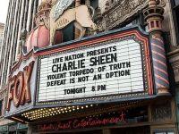 VIDEO Charlie Sheen, dat afara de pe scena de public in Detroit!