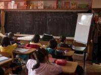 Boc: majorarea salariilor profesorilor a fost o greseala. Instanta il obliga sa le acorde diferentele