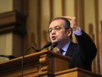 Boc fenteaza iar Parlamentul. Isi angajeaza raspunderea pe legea salariilor profesorilor si Codul de Dialog Social VIDEO