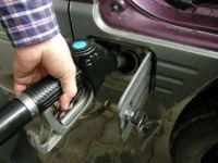 Cata benzina consuma anual un roman? Media europeana este de 550 de litri pe cap de locuitor