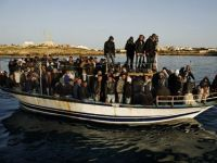"""Basescu vrea sa """"infieze"""" 200 de imigranti tunisieni de la Berlusconi"""