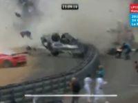 Masina distrusa in mii de bucatele dupa un accident ingrozitor. Ce crezi ca a patit pilotul?