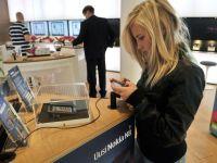 Dominatia Nokia ia sfarsit dupa 15 ani. Apple si Samsung, vinovate de prabusirea gigantului finlandez
