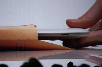 Apple scoate la vanzare noile MacBook Air la sfarsitul lunii. Vezi cand apare iPad 3