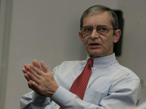 Cristian Constantinescu, fostul sef al Allianz-Tiriac, favorit pentru a conduce CSA, arbitrul pietei asigurarilor