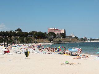 Regii plajelor de la Marea Neagra. Zece companii administreaza jumatate din plaja, doar trei au hoteluri