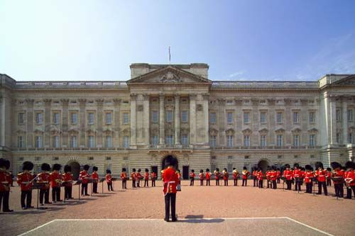 Criza si la Palatul Buckingham. Guvernul a taiat o suma record din bugetul reginei