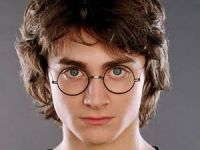 "Daniel Radcliffe, un tanar actor bogat. <span style=""color: rgb(255, 0, 0);"">Vezi cati bani a castigat </span>din seria filmelor &quot;Harry Potter&quot;"