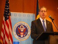 Ambasadorul SUA: Companiile americane nu investesc in Romania din cauza ca li se cere mita
