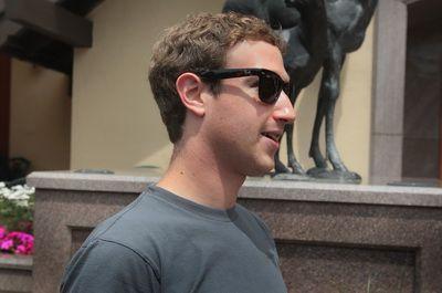 Analisti: Facebook, prea mare pentru a avea o competitie reala. Ce cred sefii Google