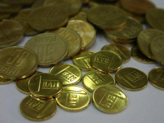Isarescu incurajeaza creditele in moneda nationala:  Ma astept ca dobanzile la lei sa scada