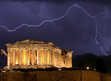 Grecia, din rau in mai rau. Moody s i-a redus ratingul cu trei trepte, de la  Caa1  la  Ca