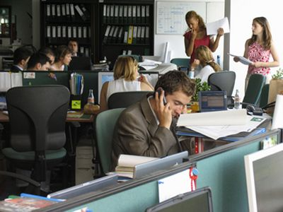 Numarul de salariati a crescut cu 24.300, dupa aplicarea noului Cod al muncii