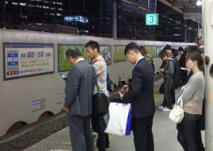 Clasa de mijloc din Japonia, amenintata cu disparitia. Cine ii ia locul