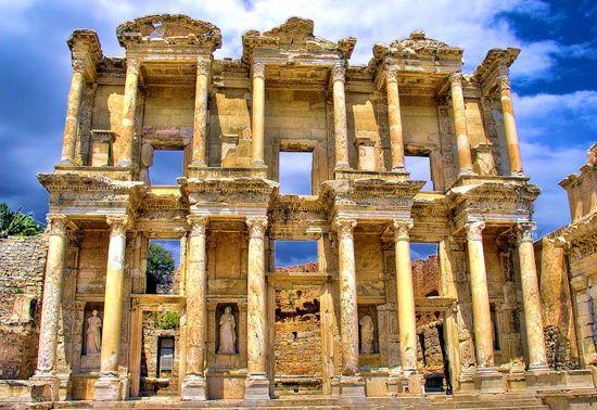 Biblioteca lui Celsus sau Turnul lui Hercule. 7 destinatii mai putin cunoscute, dar care merita vizitate GALERIE FOTO