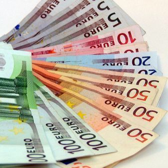 Trei romani si un italian, ridicati de DIICOT pentru fraudarea unor banci cu 5 mililoane de euro