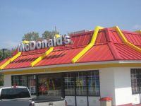 Fiul premierului prajeste burgeri la fast-food, pentru banii de buzunar