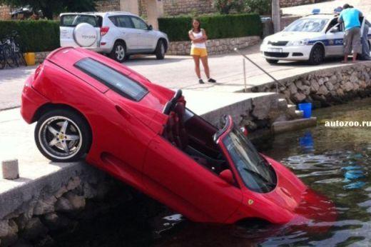 Rar vezi asa ceva! Cel mai prost sofer din lume: cum a distrus un Ferrari de 120.000 euro!