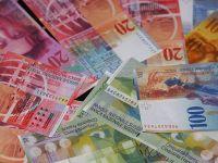 Gura de oxigen pentru cei cu credite in moneda Elvetiei. Francul a scazut la minimul ultimelor doua saptamani fata de euro si dolar