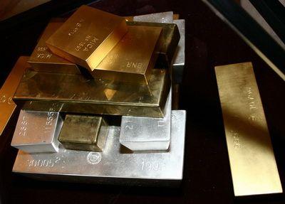 Pretul aurului nu mai straluceste. A scazut cu 180 de dolari in numai doua zile.  Piata se pregateste pentru dezamagire , in asteptarea discursului lui Bernake
