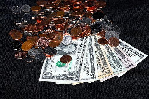 Chilipiruri  pe bursa. Dupa reducerea ratingului SUA, investitorii au pierdut 1.000 de miliarde de dolari