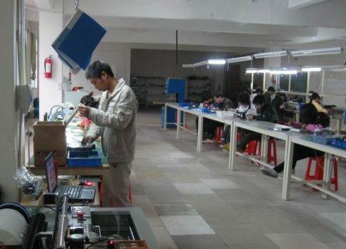 Mitul etichetei  made in China . Cine iese de fapt in castig