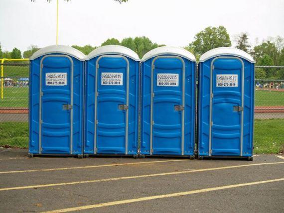 Vanzator de toalete portabile sau conductor de tren. Ce angajati castiga mai bine ca profesorii sau medicii