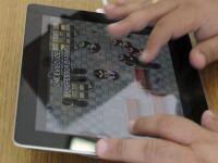 "Emil Boc recunoaste ca este dependent de iPad si ar vrea ca tableta sa aiba o aplicatie ""politica"""