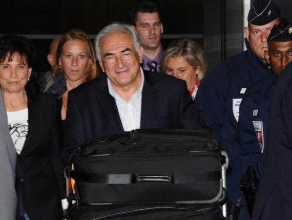 Fostul sef al FMI s-a intors acasa. Dominique Strauss-Kahn a ajuns in Franta, dupa 3 luni de arest la domiciliu in New York