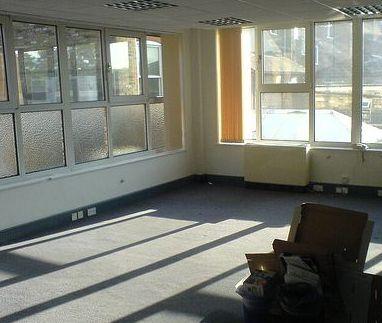 Cladirile-fantoma din Bucuresti aduc pierderi lunare de 6 mil. de euro proprietarilor
