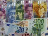 Banca Elvetiei a scris istorie pe piata valutara. Francul a inregistrat cea mai mare scadere din istorie fata de euro. La Bucuresti, moneda elvetiana a picat cu 8% VIDEO