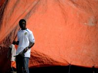 Directorul Tesco a salvat 11 refugiati din Libia adapostindu-i pe iahtul sau de 500.000 de lire sterline